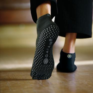 Gaiam Antislip sokken zwart met witte stippen (S/M)